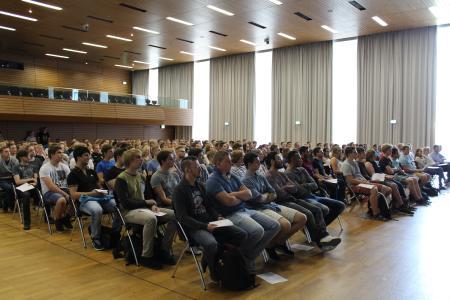 Auch in diesem Jahr kamen viele neugierige Bewerberinnen und Bewerber zum Informationstag BINGO an die Hochschule Osnabrück.