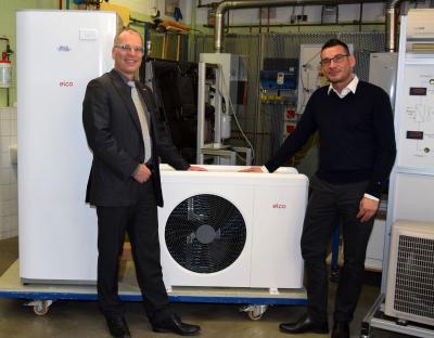 von links: HWK-Geschäftsführer Tilo Jänsch und Denis Vogt von der elco GmbH. Bildquelle: HWK Potsdam/ Weitermann