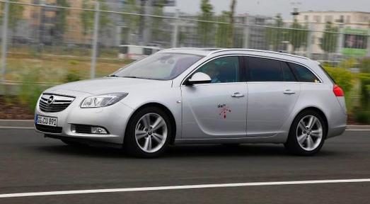 Im Projekt simTD (Sichere und Intelligente Mobilität - Testfeld Deutschland) erprobte Opel mit 17 Konsortialpartnern Funktionalität, Alltagstauglichkeit und Wirksamkeit von Car-to-X-Kommunikation unter realen Bedingungen. Somit konnten Informationen wie zum Beispiel über Wetterverhältnisse und Straßenzustand sowohl von Fahrzeug zu Fahrzeug, als auch zwischen Fahrzeugen und Verkehrsinfrastruktur ausgetauscht werden