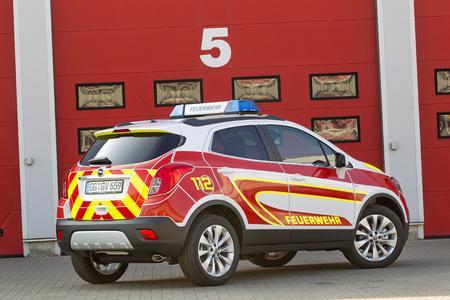 Effizientes Einsatzfahrzeug: Auf der RETTmobil steht der Opel Mokka als wendiger Vorausrüstwagen für technische Unfallhilfe mit starkem 1,6-Liter-Turbodiesel und Allradantrieb © GM Company