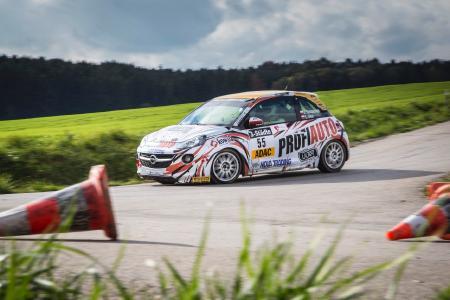 Flotter Flitzer: Mit dem ADAM R2 und einer ehrgeizigen Mannschaft fährt Opel viele Rallye-Siege ein