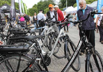 """Radfahren mit """"elektrischem Rückenwind"""": Die 8. Bad Füssinger E-Mobilitäts-Tage bieten beste Gelegenheit, E-Bikes einmal selber auszuprobieren / Foto: Kur- und GästeService Bad Füssing"""