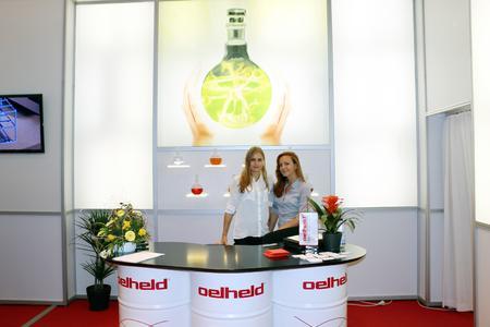 Interpet GmbH   Messehostessen für oelheld auf der AMB 1014