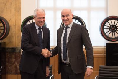 Marco Tronchetti Provera (l.), Executive Vice Chairman und CEO von Pirelli, und Ferruccio Resta, Rektor der Polytechnischen Universität