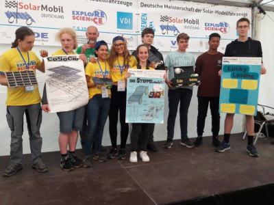 Die schleswig-holsteinischen Teams beim SolarMobil Deutschland in Bremen / Foto: Kiwitt, frei, U. Brandhorst
