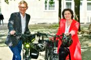 v.l.n.r.: Dr. Jürgen Peter, Vorstandsvorsitzender der AOK Niedersachsen und die Sozial- und Gesundheitsministerin Dr. Carola Reimann