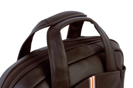 Weit zu öffnendes Hauptfach mit extra starkem, speziell gefärbtem Reißverschluss; gut gepolsterte Handgriffe