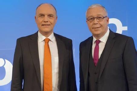 Kirchenpräsidenten Johannes Naether und Werner Dullinger (v.l.) © Foto: Jens Mohr/APD