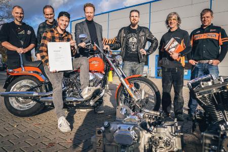 Übergabe der Harley-Davidson