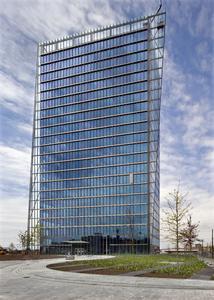 Der von den Stararchitekten Murphy/Jahn aus Chicago erbaute Weser Tower ist mit 82 m das derzeit höchste Bürogebäude und neues Wahrzeichen der »Überseestadt« Bremen