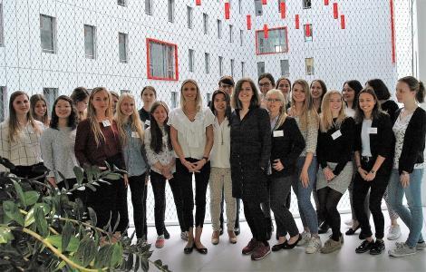 """Die Veranstaltung FocusFrauen mit dem Schwerpunkt """"Digitalisierung – eine kreative Herausforderung"""" fand im Frankfurt Airport City, HOLM (House of Logistics and Mobility)statt / Foto/Hochschule Worms"""