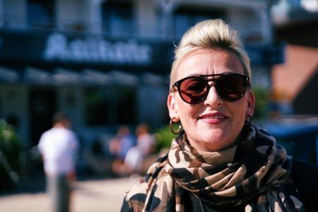 """Meike Brockmann ist ein """"Original"""" und Protagonistin der neusten Folge Ostseelauschen. @www.ostsee-schleswig-holstein.de"""