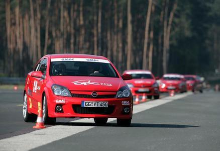 """Opel Rennfahrercasting """"OPC Race Camp"""": Neue Staffel - neues Glück. Dieses Mal werden 750 Aspiranten ins Opel Testzentrum Dudenhofen zu Level 1 eingeladen"""