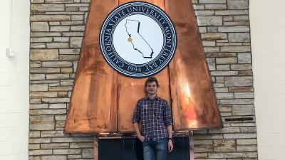 Jonas Deichelmann, Informatikstudent der Hochschule Worms und erfolgreicher Preisträger beim Start-Up Hackathon, hier an der California State University in Monterey Bay während seines Auslandssemesters / Foto/Kara Spencer