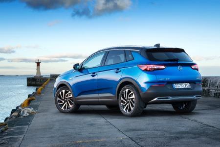 So muss ein schickes SUV aussehen: Der neue Opel Grandland X zeigt Charakter – mit unverwechselbarem Auftritt, Top-Technologien und viel Platz für bis zu fünf Passagiere