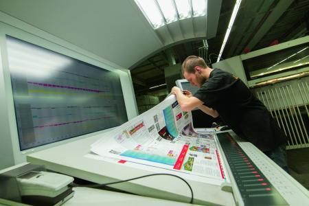 Druckbogenkontrolle (Copyright: Onlineprinters Produktions GmbH)