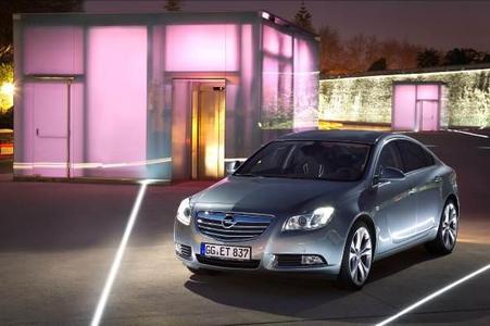 Mit der neuen exklusiven sequenziellen Doppelturbo-Aufladung im Insignia 2.0 BiTurbo CDTI stellt Opel hohe technologische Kompetenz im Dieselbereich unter Beweis