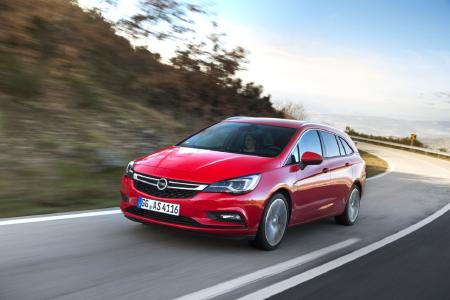 Opel Astra Sports Tourer: Up to 1630 liters of luggage volume for pets and people
