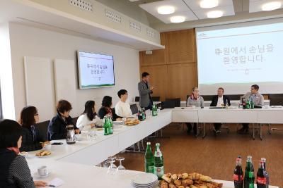 Wie funktioniert das Sozialsystem? Wer bezahlt die Pflege? - Koreaner zu Gast / Foto: Gaby Richter