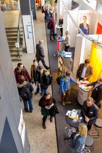 """Die Nachfrage nach Fachkräften in der Region steigt. Rund 130 Unternehmen warben deshalb auf der """"CHANCE"""" an der Hochschule Osnabrück um zukünftige Mitarbeiterinnen und Mitarbeiter / Foto: Sarah Häring"""