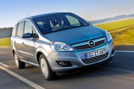 Auf der Internationalen Automobilausstellung in Frankfurt feiert der neue Opel Zafira Tourer seine Weltpremiere. Sein Vorgänger, der aktuelle Zafira B (Bild) bleibt als Zafira Family mit deutlich aufgewerteter Serienausstattung für einen Preis ab 22.950 Euro weiterhin im Produktportfolio