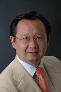 Li Wu ist u.a. Professor für TCM an der Universität Yunnan und Professor für Ost-West-Medizin an der Universität in San Francisco.