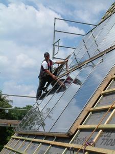 Auch für viele Solarmodule gelten die Zusatzmaßnahmen für Sturm- und Regensicherheit