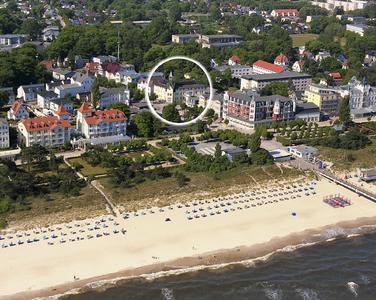 Luftbild: Hotel Dünenschloß und der Strand von Zinnowitz